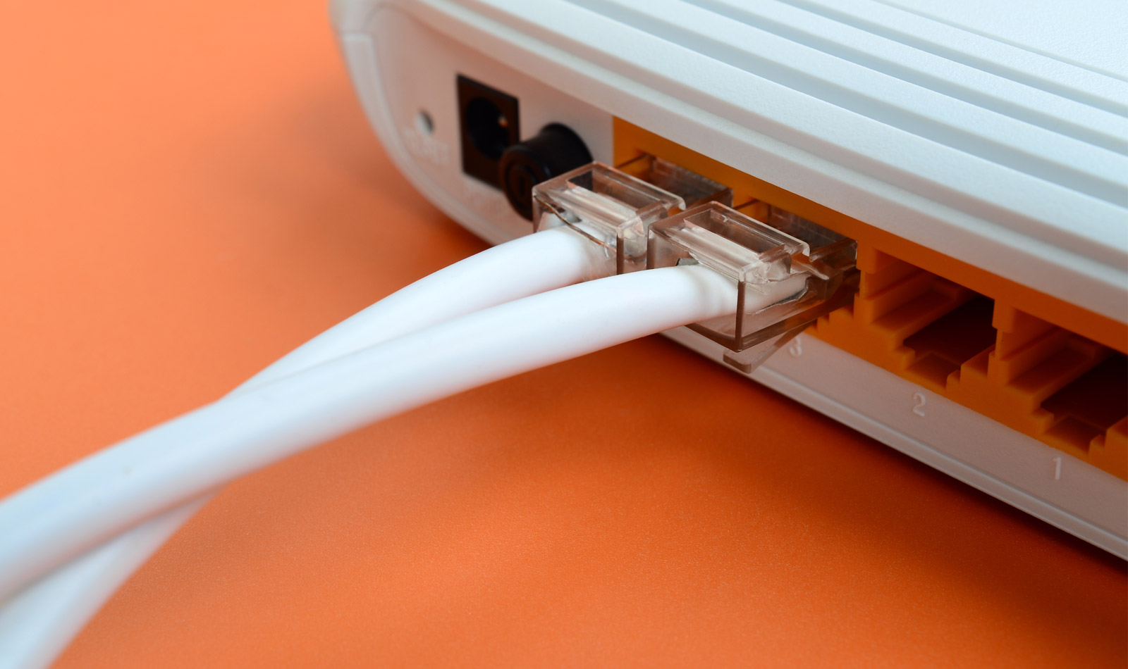 tener una conexión a Internet amplia
