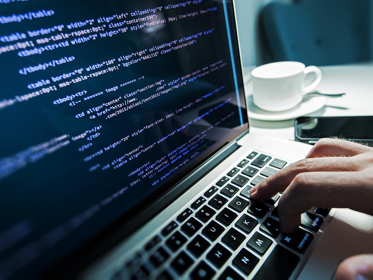 Attacchi informatici, cosa può fare il lavoratore per difendere i dati e i dispositivi aziendali