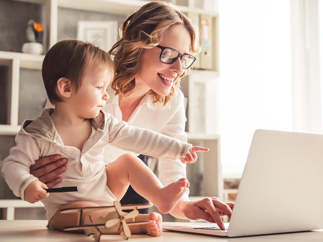 Smartworking: come la vita lavorativa delle donne (soprattutto delle mamme) può migliorare