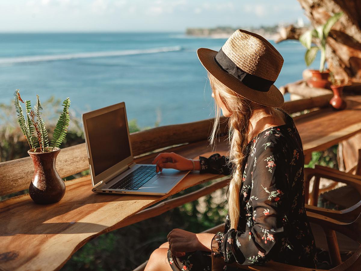 Galateo dello smart working in vacanza: i consigli essenziali per farlo al meglio